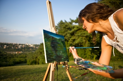 girl_painting_landscape.jpg