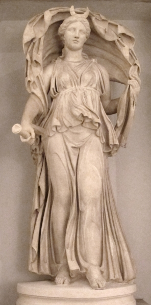 Diana-selene,_da_originale_ellenistico,_da_porta_s._sebastiano_02.JPG